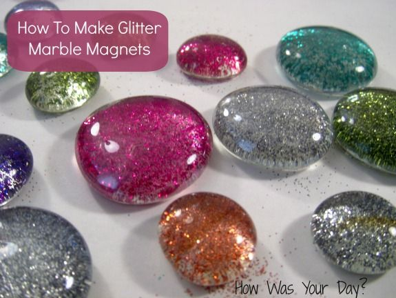 How to Make Glitter Glass Marble Magnets  I still really enjoy doing crafts like this and we always need more magnet. And I hate to admit it - but I still love anything that involves working with GLITTER!