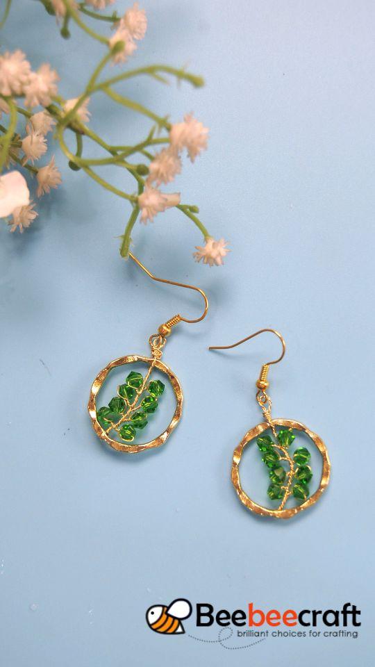 #Beebeecraft tutorial on making #earrings with #crystalbeads. #makeearrings
