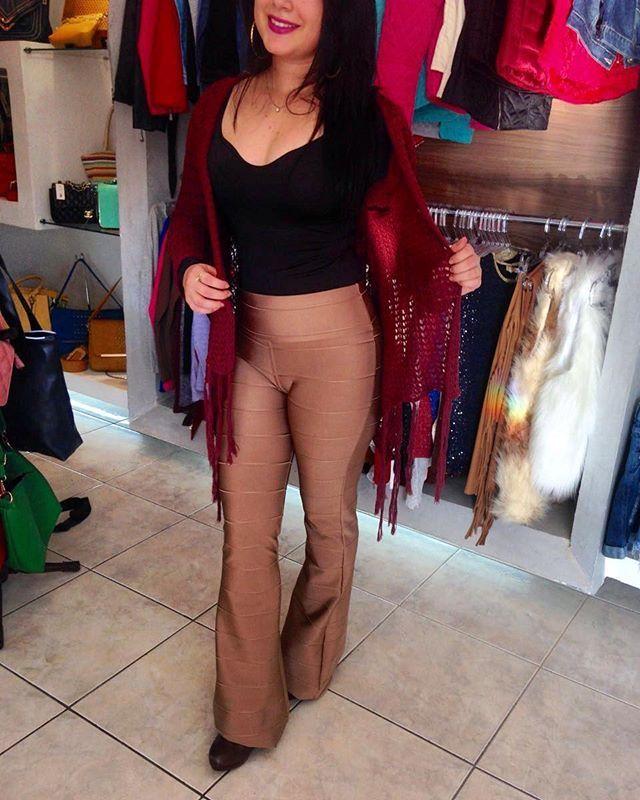 Amando muito as novidades da loja. Em especial os novos kimonos de tricô que são uma graça  [kimono tricot 69,90   calça bandagem caramelho resinada 99,90]  Snapchat LOJASLOTT Disponível na loja física ou pelo whatsaap (18) 99610-3513.  Acesse nosso site www.lottstore.com.br  #lookinverno #outonoinverno #lookdeinverno #kimono #tricô #calcabandagem  #calcajeansfeminina #mulher #mulhermoderna #fashionista  #modafeminina #moda #modafeminina #modinha #fashion #style #estilo #tendencia...