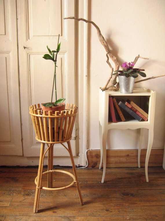 porte plante r tro en rotin bambou sur tr pied jardin int rieur d coration vintage kinfolk. Black Bedroom Furniture Sets. Home Design Ideas