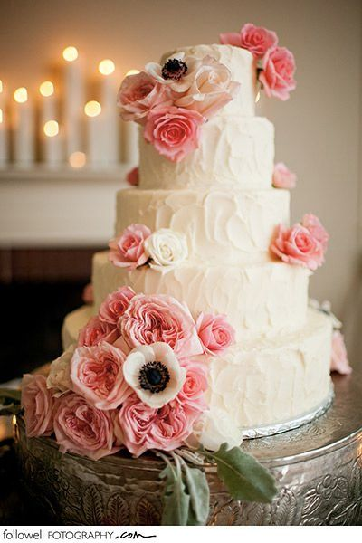 Add pops of color to a plain white cake with flowers in your wedding color! #pinkweddings