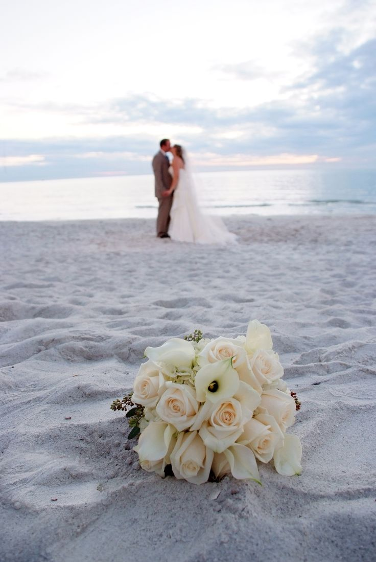 Wedding on the beach - After Going To Mexico And Seeing All The Weddings On The Beach Im