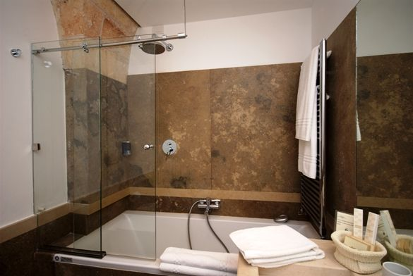 Bathroom with bath and shower #masseriacordadilanabathroom #hotel #bath http://masseriacordadilana.it/