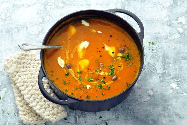 Een koude dag vraagt om opwarmen met een kom pompoensoep. Helemaal als je er maar vijf ingrediënten voor nodig hebt - recept - allerhande