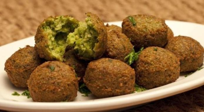 Middle Eastern recipes with pics   Falafel recipe from Middle East: these crispy, fried chickpeas balls ...