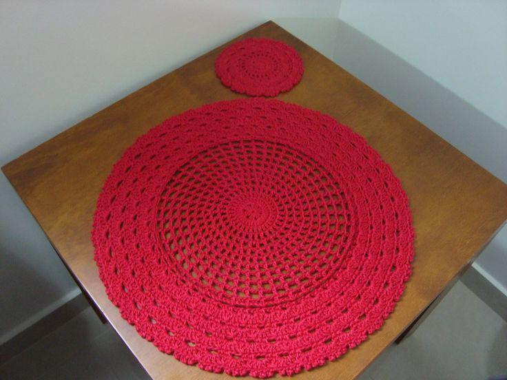 Jogo americano em crochê com 6 peças - cor 3635 do Mostruário de cores Duna (Vermelho).  Parte central: 24 cm.  Medida total: 40 cm    O porta-copos igual não acompanha o jogo americano.  Se quiser adquirir, ele está no link:  http://www.elo7.com.br/porta-copo-croche-vermelho-pecas/dp/7CE819    A...