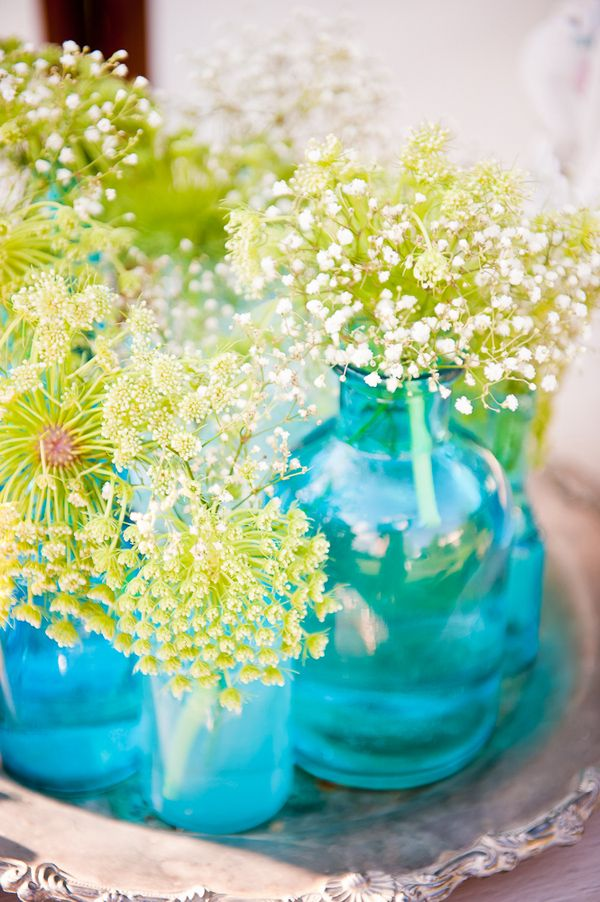 Love these colorful aqua vases combined with the green in the flowers - photo by Elizabeth Davis