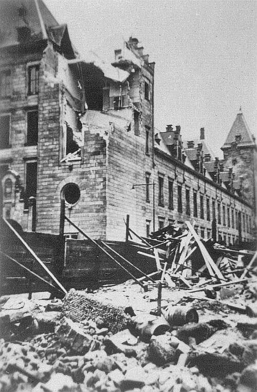 Coolsingel: Stadhuis, mei 1940