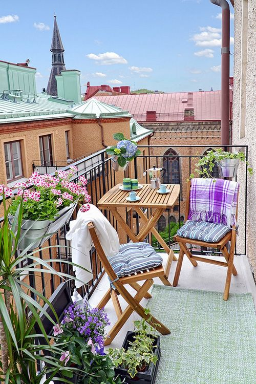 I love a beautiful balcony, I want this furniture and the beautiful greenery to put on my very own for spring!