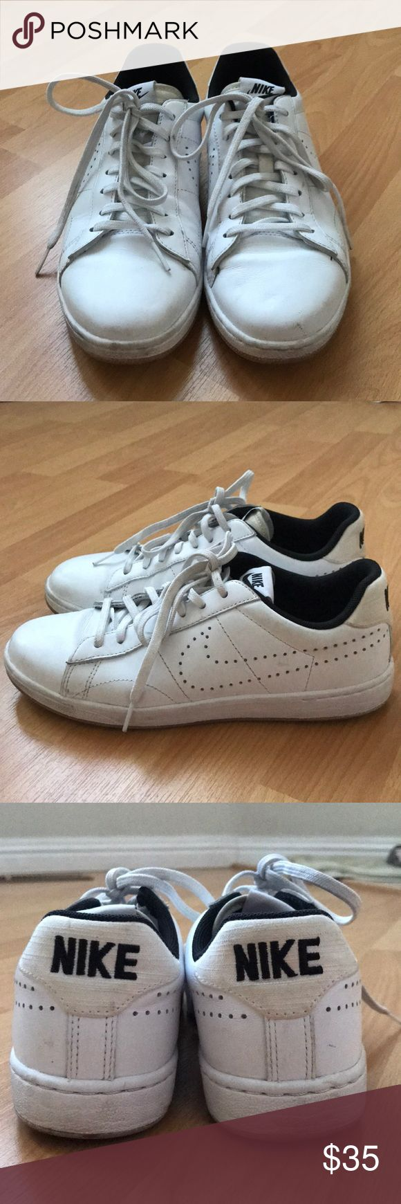 White Nike tennis shoes Plain white Nike tennis shoes, perfect for everyday casual wear. Pair it with some wide leg trousers and you're set 😉 Nike Shoes Sneakers