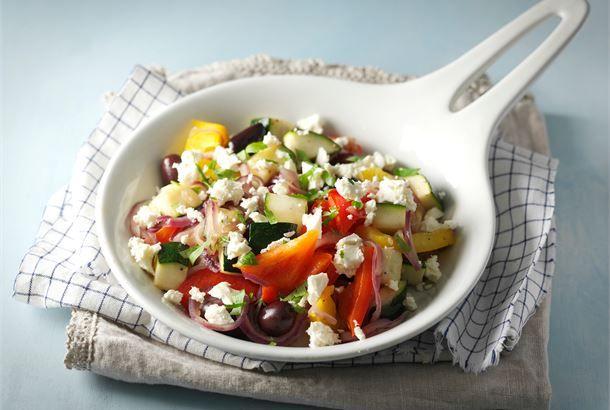 Juustopannu on kevyt kasvislounas, joka syntyy tuoreista raaka-aineista. Voit tarjota sitä myös liha- tai kanaruokien lisäkkeenä.  http://www.valio.fi/reseptit/juustopannu/ #resepti #ruoka