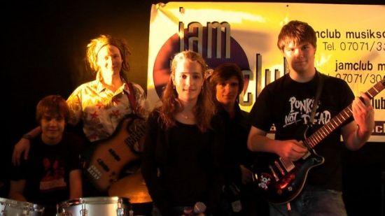 junge bands live on stage