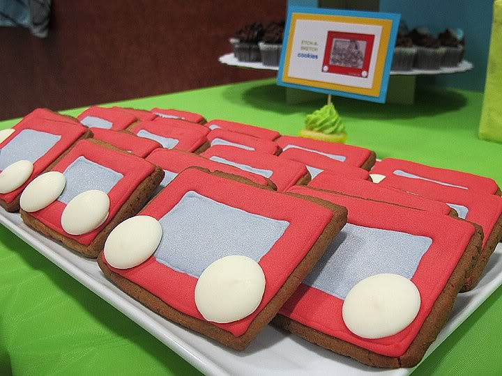 etch a sketch cookies    by Grace Cakes