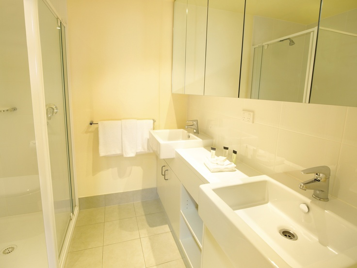 Oaks on Lonsdale - 2 bed 2 bath bathroom