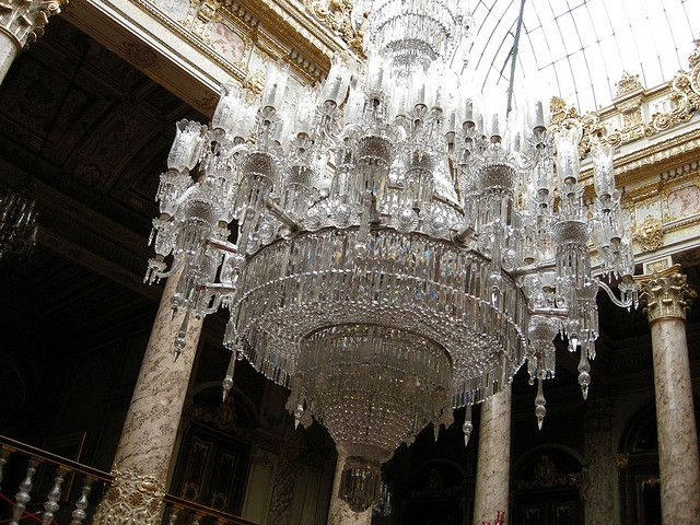 Dolmabahçe Palace Located In The Beşiktaş District Of Istanbul World S Largest Bohemian Crystal Chandelier