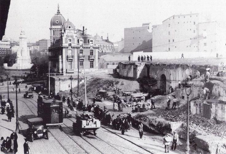 Calle de Bailén en su confluencia con la plaza de España,demolición del antiguo Ministerio de la Marina.1933.(MartÍn Santos Yubero)