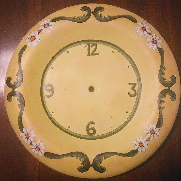 #orologio da parete #ceramica #dipintoamano #ceramics #pottery #handmade #handpainted #creazioniartistichediantonellaorazi #sun #giallo #margherite #primavera #arredo #complementidarredo #decoro #decorazione #homedesign #homedecor #arredointerni #shebby #shabbychic #ciociaria #igerslazio #igersfrosinone #Veroli #idearegalo #matrimonio by creazioniartistiche_a.orazi http://discoverdmci.com