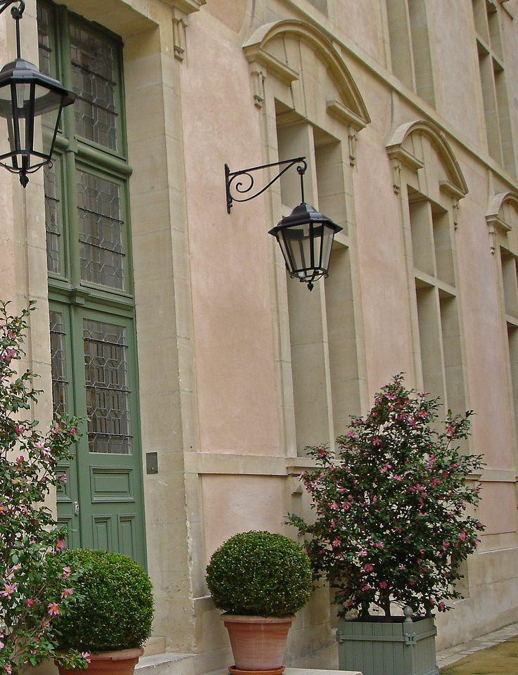visite des hôtels secrets du marais des templiers. http://visite-guidee-paris.fr