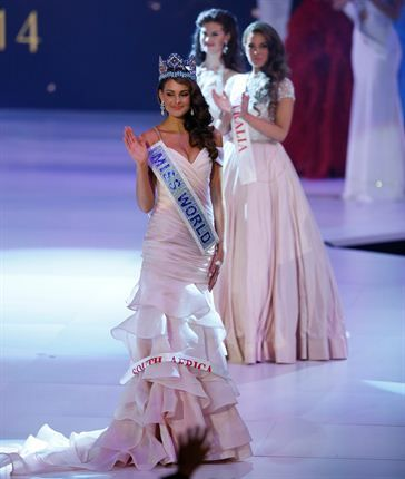 Miss South Africa Rolene Strauss waves after being crowned Miss World 2014 during the finale. (Photo by AP/Alastair Grant)