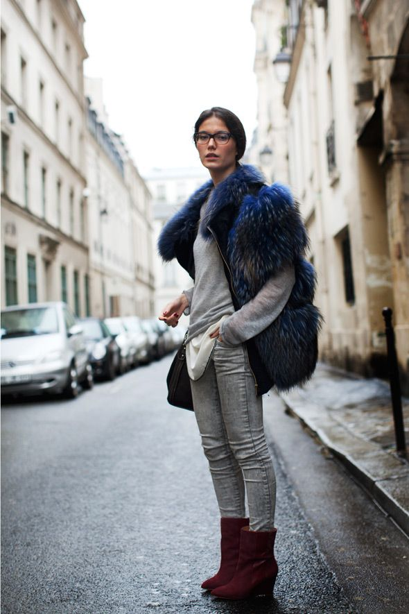 .: Street Fashion, Fur Coats, Red Boots, Street Style, Colors Palettes, Grey Jeans, Knits Sweaters, Allowing Le, Fur Vest