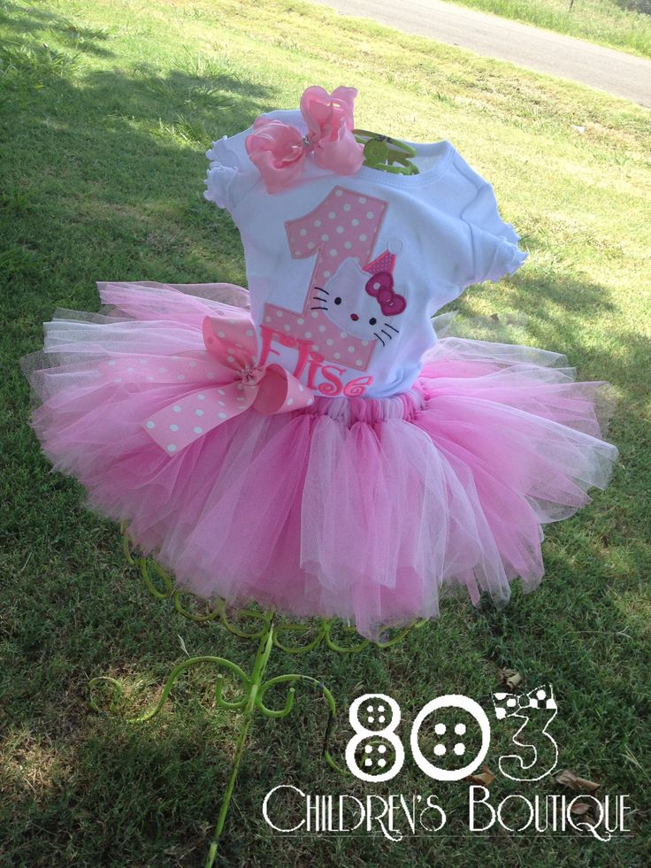Hello Kitty birthday outfit, I need a new machine so bad so I can do this!