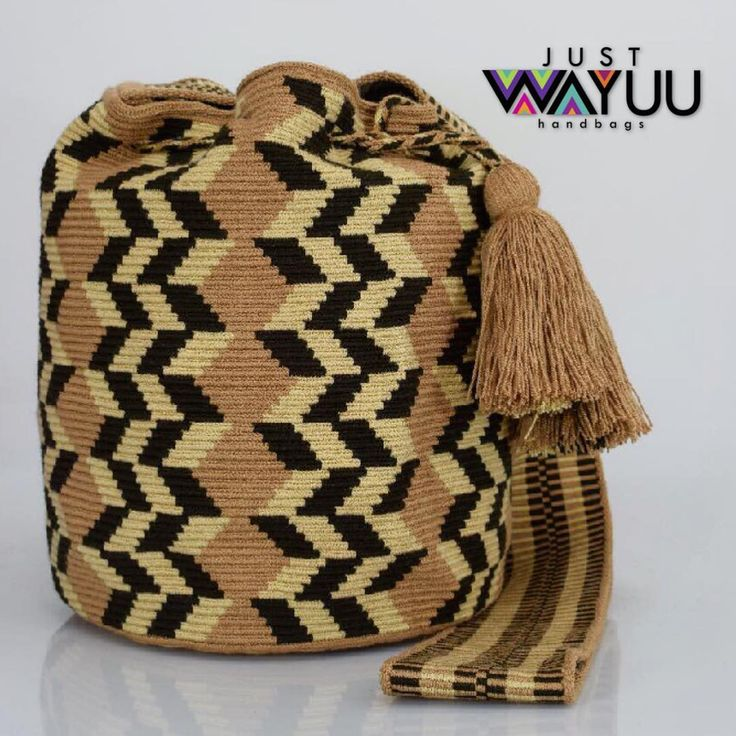 178 отметок «Нравится», 3 комментариев — Just Wayuu (@just.wayuu) в Instagram: «Handcrafted handbags made by indigenous wayuu in the north of Colombia. Worldwide shipping. PayPal…»