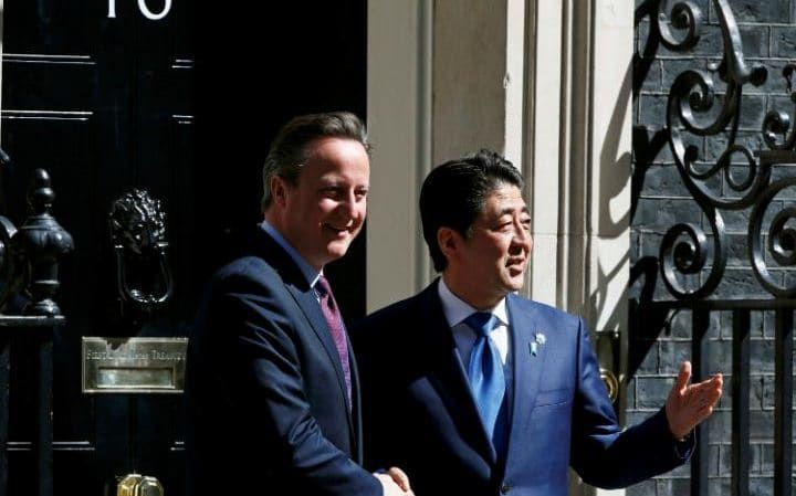 David Cameron greets Shinzo Abe at 10 Downing Street
