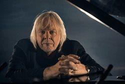 Британский клавишник и композитор, участник рок-группы Yes Рик Уэйкман (Rick Wakeman) инициировал PledgeMusic-компанию по предзаказу делюкс-бокса саундтрека к триллеру «Преступление на почве страсти» («Crimes Of Passion»), снятого в 1984 году режиссёром Кеном Расселом. Всего будет до�