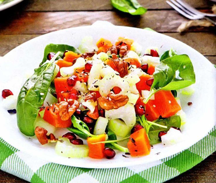 Салат с тыквой, курицей и грецкими орехами