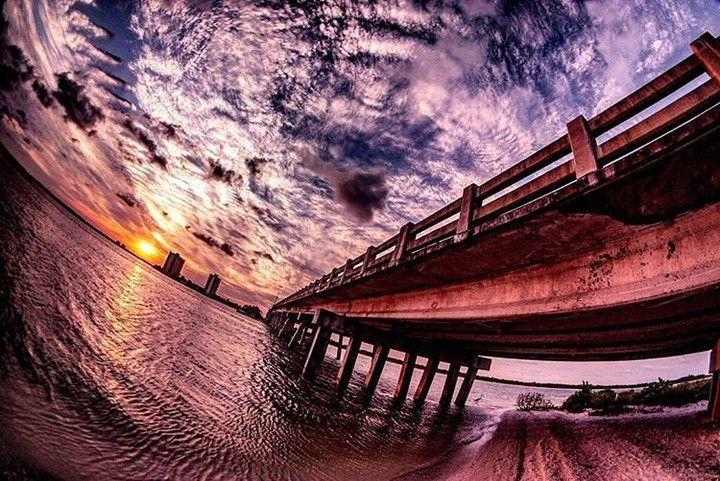 Fort Myers Beach Florida (USA). Descubra os melhores destinos de férias no ebook gratuito que pode descarregar através do link na nossa bio @blogmundodeviagens  #solo_travelers #solotravel #solotraveler #solotrip #travel #traveler #travelgram #travellife #traveldiary #travelers #travelphotography #travelstagram #travelstory #travelersnotebook #travelerslife