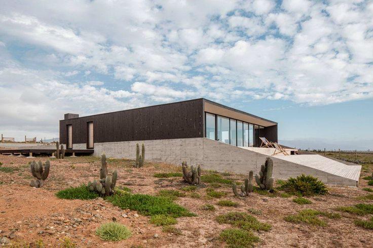 Минималистский дом у океана в Чили