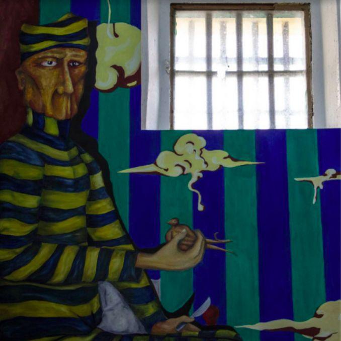 Muchos dicen que en esta cárcel de Ushuaia, hoy en día un museo, se siente algo. Lo cierto es que los pasillos, celdas, patios y demás espacios de la cárcel son como para ponerte los pelos de punta. Y luego están las historias terroríficas de algunos de los presos más peligrosos y crueles de la época. Así es normal que muchos digan que en la cárcel aún penan las almas de los que en ella sufrieron. (Vía Matador)
