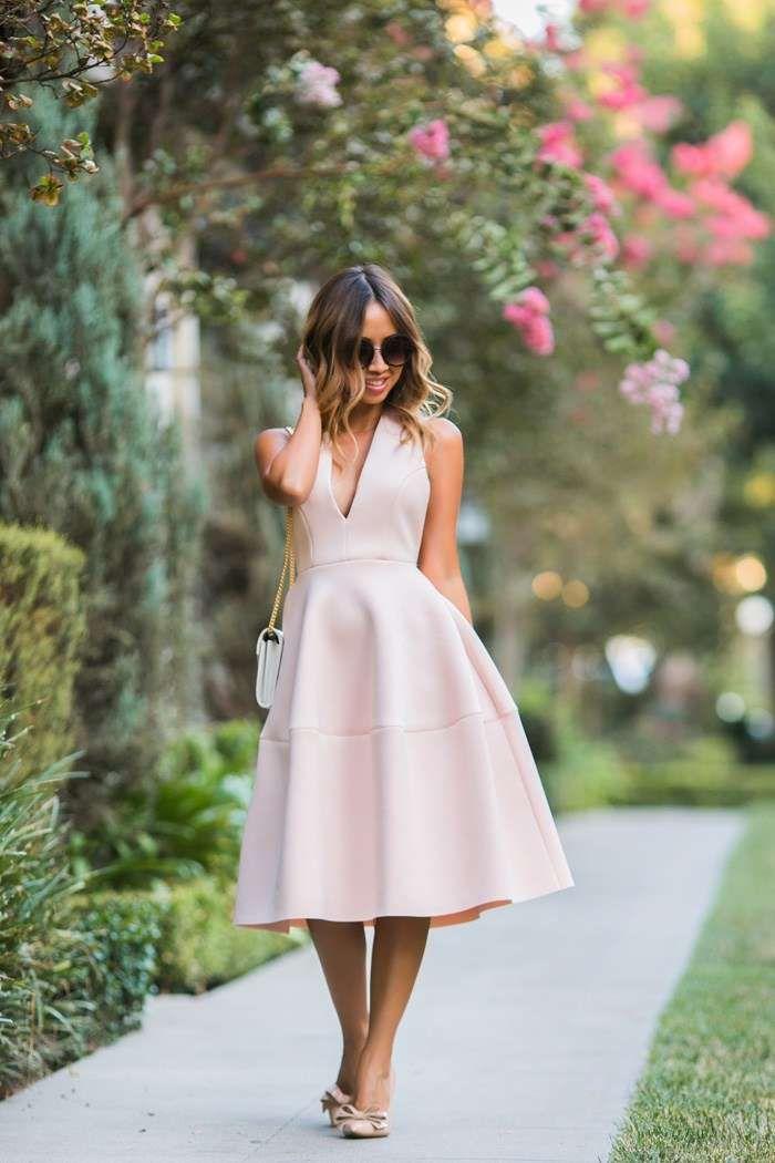 Come abbinare un vestito rosa cipria - Vestito cipria e scarpe nude