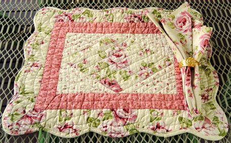 Rose Quilted Placemats (מַצָּעִית)