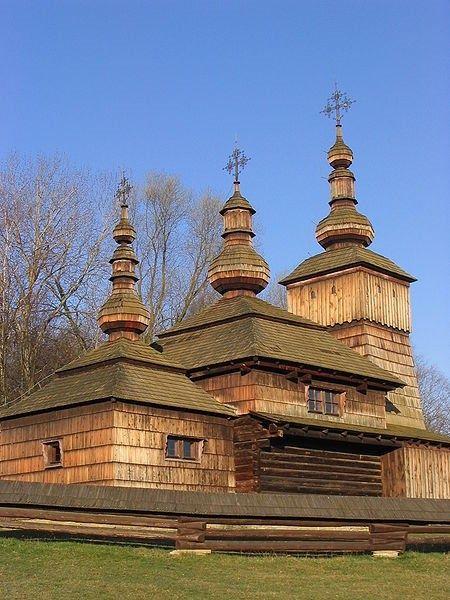 Igrejas de madeira na área de montanha dos Cárpatos, na Eslováquia.
