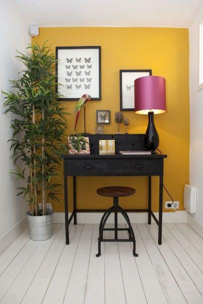 woontrend 2014 - tropisch chique - woonkamer geel behang, kleurrijke accessoires. #wonen #woonkamer