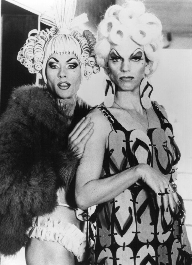 Guy Pearce and Hugo Weaving in The Adventures of Priscilla, Queen of the Desert