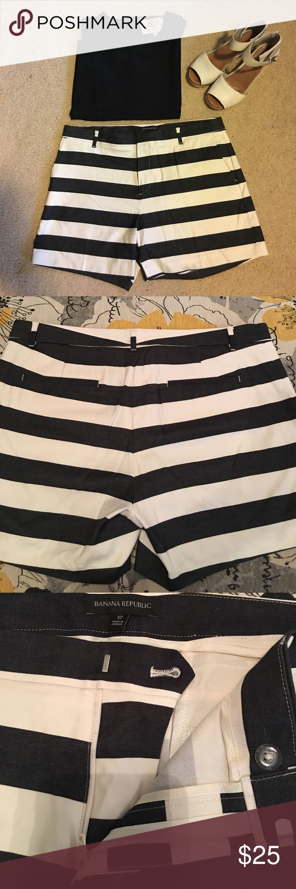 "Banana Republic Ladies Wide Stripe Shorts  Size 12 You can't go wrong with this color combination and stripes are everywhere! Black and ivory wide striped shorts. Belt loops, side pockets back slash pockets that are still sewed down. Waist approx 18"" and 5"" inseam. 97% cotton, 3% spandex for a comfy fit. Only worn once and in excellent condition. Banana Republic Shorts"