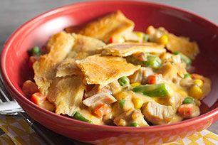 Fait de seulement cinq ingrédients, ce pâté au poulet est vraiment facile à préparer, mais il est savoureux à souhait. Vous aimerez sa garniture crémeuse et sa croûte feuilletée. Un régal!