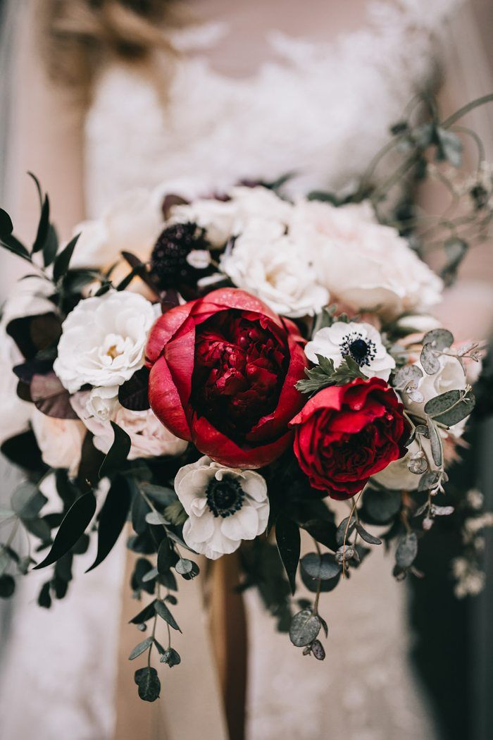 Red roses + white poppies | Image by Tana Helene Photography