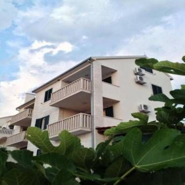Apartment Adea *** offers #favorablepricesaccommodation in apartment located 200m from the pebble beach of #Postira on #islandBrac Accommodation is suitable for #Postirafamilyholidays #Croatiasummervacation for a group of friends as well as for #Bracnauticaltourism  For more info about #PostiraVacationrentals and offer of #apartmentsinPostira and #Croatiaapartments offer visit http://www.apartmentincroatia.com/croatia-apartments/central_dalmatia_region_split/postira_island_brac and…