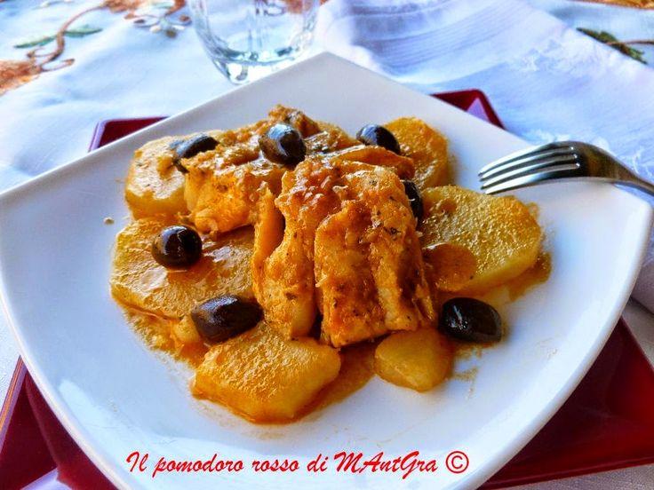 Il Pomodoro Rosso di MAntGra: Baccalà patate e olive  http://ilpomodororosso.blogspot.it/2010/11/merluzzo-alle-olive.html