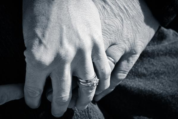 Saat cinta telah menyapa .. Ingin terus menua bersama hingga senja .. with,-Jagiya