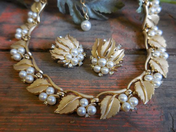 Vintage Trifari Necklace and Earring Set Gold w/ by SalvageRelics