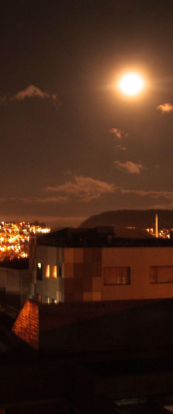 SUPER MOON CITY