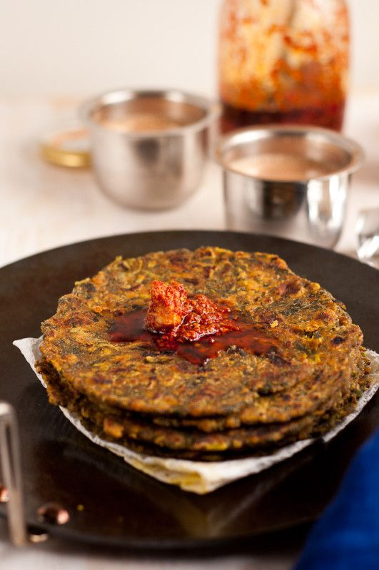 Methi na Dhebara (Thepala) - Popular Indian (Gujarati) spiced flatbread. It's healthy and best for travel snacks. #vegan