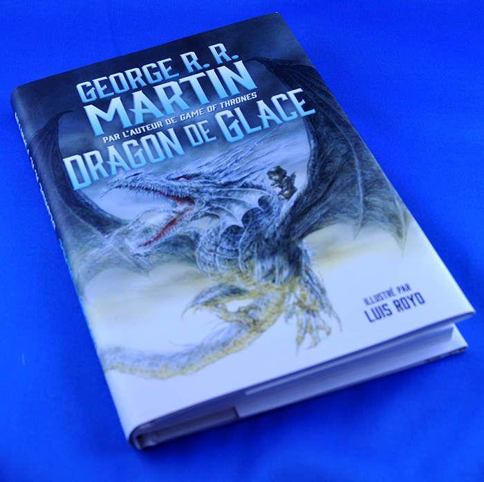 Dragon de Glace (the Ice Dragon) écrit par George R.R. Martin traduit par Pierre-Paul Durastant, illustré par Luis Royo et publié aux éditions Flammarion est une édition collector qui va ravir tous les fans de la série Game of Thrones. Dragon de Glace...