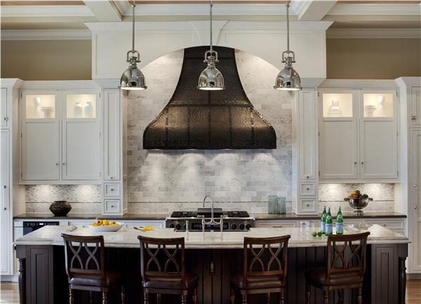 Love The Big Range Hood In This Kitchen By Drury Design Kitchens We Love