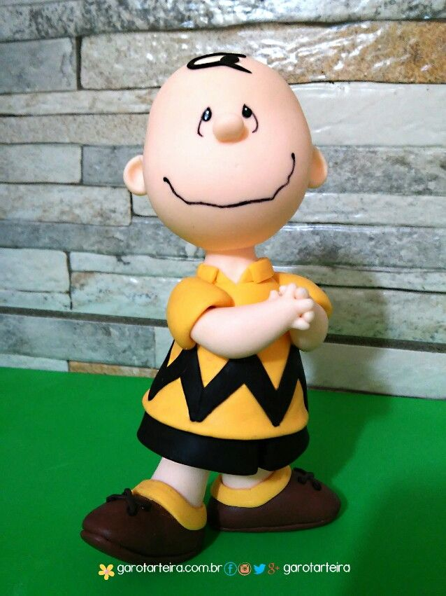 Boneco do Charlie Brown Snoopy em biscuit para decoração de mesa, topo de bolo ou colecionáveis.