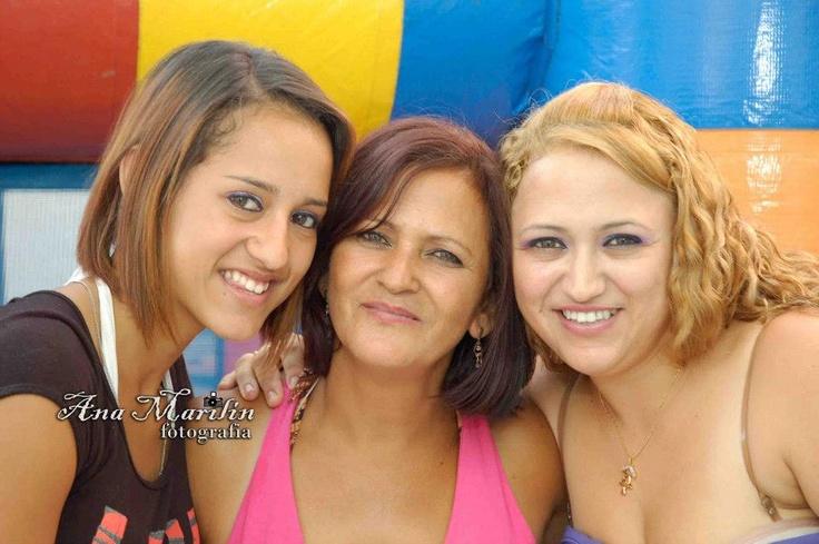 """Mãe Mara e as suas duas filhas Juliane e Viviane. 23h59 - 2 """"gostos"""""""